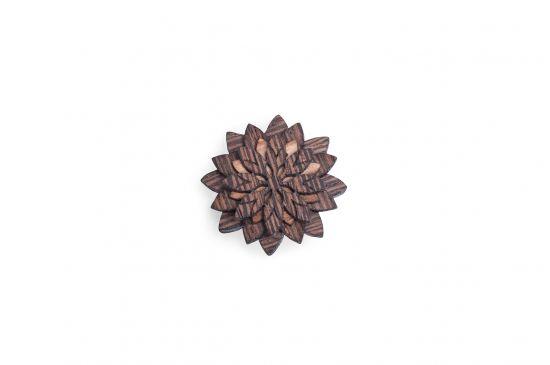 Dřevěná ozdoba do saka Deco Flower pro muže