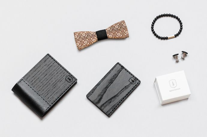 Kombinace produktů BeWoooden dřevěná peněženka Nox Tenebra motýlek Bellis vizitkovník Tenebra Note náramek Bellis a manžetové knoflíčky