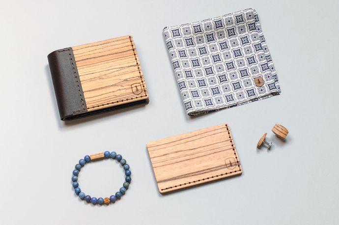 Kombinace produktů BeWooden dřevěná peněženka Lineari kapesníček do saka Deco Square manžetové knoflíčky Lini a náramek Celli Bracelet