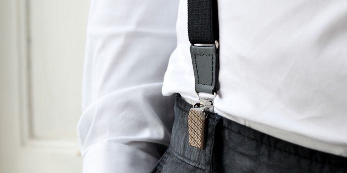 Kšandy Aliq Suspenders na kalhotách