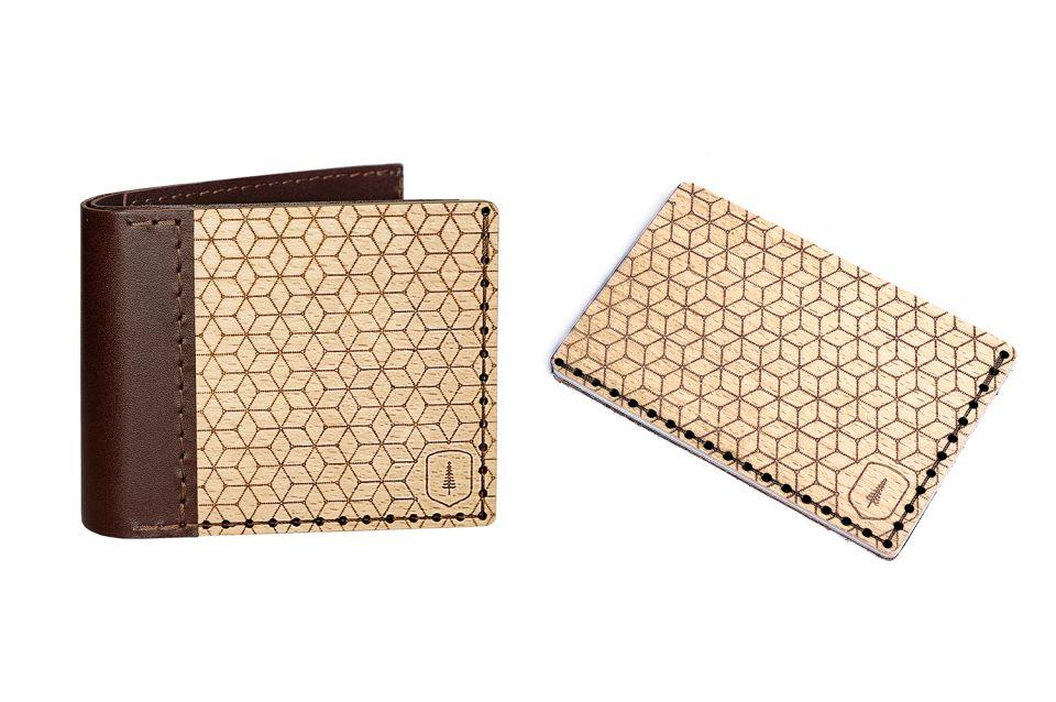 Propracovaná dřevěná peněženka s detaily z pravé hovězí kůže a dřevěný vizitkář