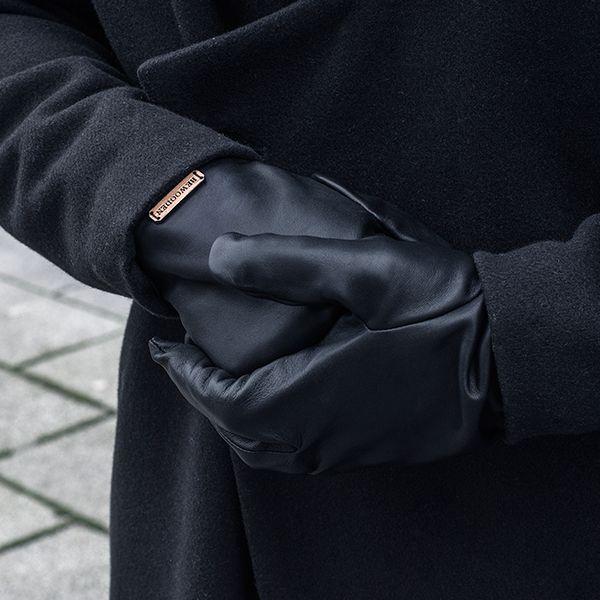 2d5666f6bdf Apis Gloves Man 1490 Kč