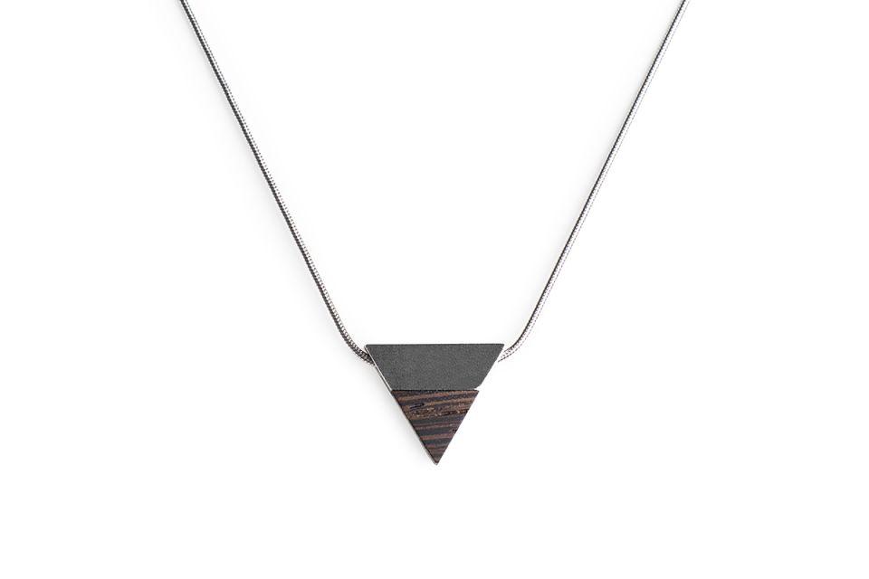 Luxusní stříbrný náhrdelník s dřevěným detailem Deco Necklace Triangle