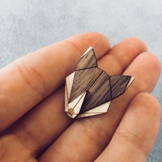 Dřevěná brož