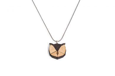 Dřevěný přívěsek BeWooden Owl Pendant na krk s řetízkem zdarma