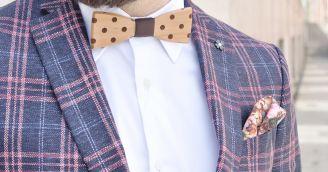 Funkčnost: Dřevěný motýlek, hravý doplněk pro moderního gentlemana
