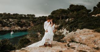 Jak se obléct na svatbu v kostele nebo pod širým nebem?