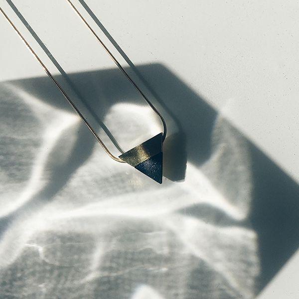 Stříbrné šperky se dřevěným detailem