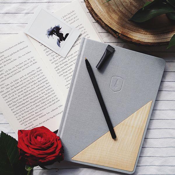 šedý zápisník s dřevěným detailem Lux Notebook