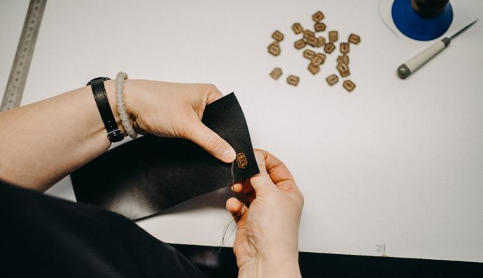 Šití kožené peněženky Nox Slim Wallet