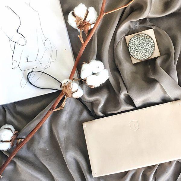 Zápisník s kresbou a produkty BeWooden