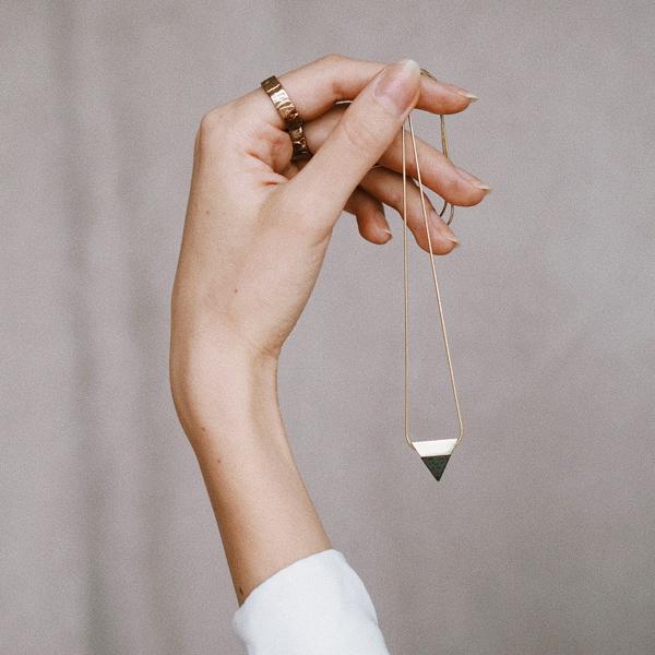 Elegantní šperky pro ženy z pravého stříbra s dřevěnými detaily
