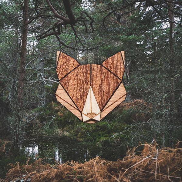 Dřevěná brož lišky z Beskydské smečky