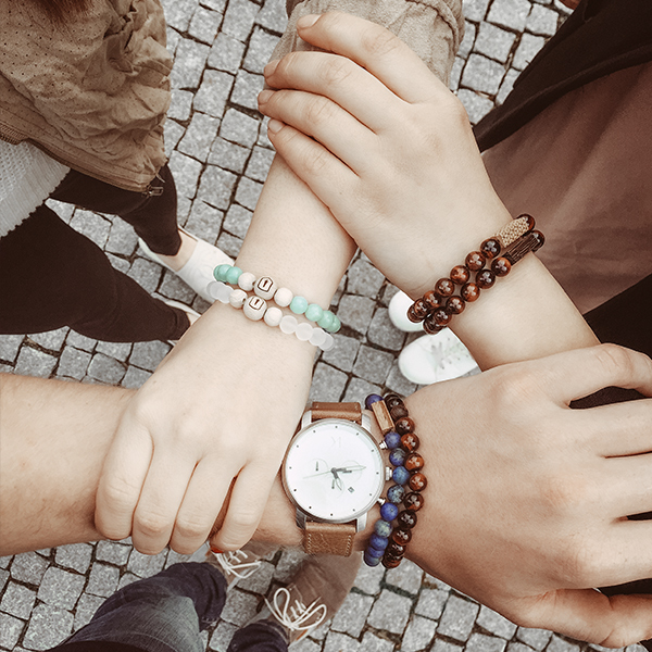 1_girls_holding_hands_virie_bracelet