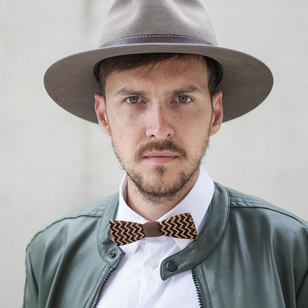 Kouzelník pavel dolejška s kloboukem bewooden apis hat