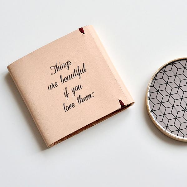 Taschenspiegel aus Holz Liti mit einer Gravur