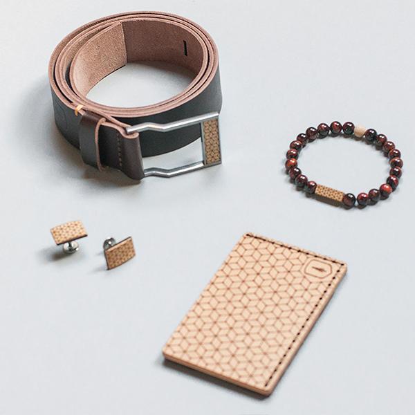 Elegantní set ladících produktů BeWooden - kožený opasek, korálkový náramek, dřevěné manžetové knoflíčky a vizitkář